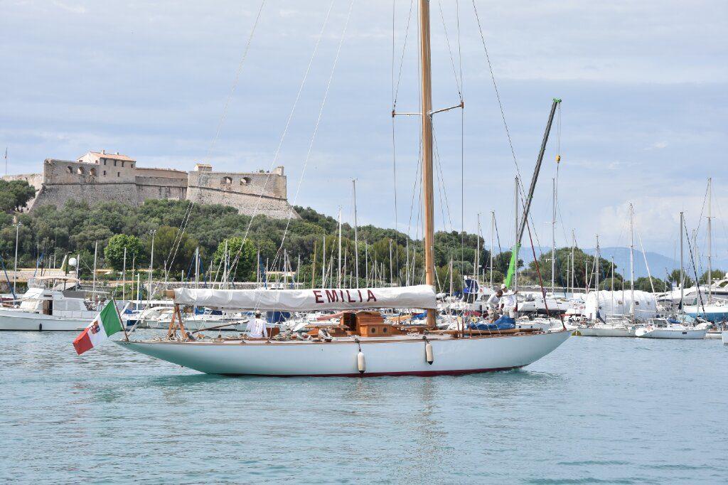 Pavillon bateau sur voilier
